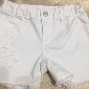 Gap white shorts with ⭐️ details